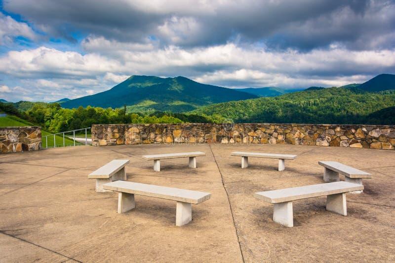 阿巴拉契亚山脉的长凳和看法从秃头Mountai的 库存图片