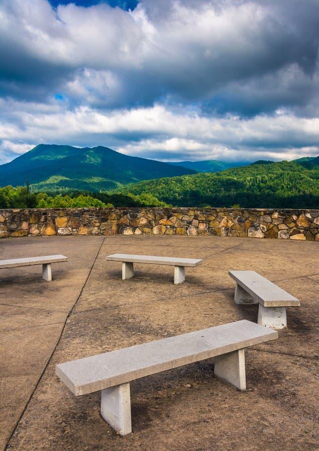 阿巴拉契亚山脉的长凳和看法从秃头Mountai的 免版税库存照片