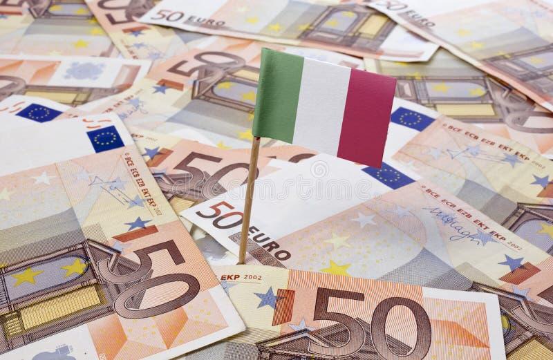 黏附在50张欧洲钞票的意大利的旗子 (系列) 库存照片