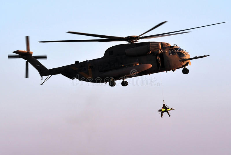 陆军直升飞机营救 库存图片