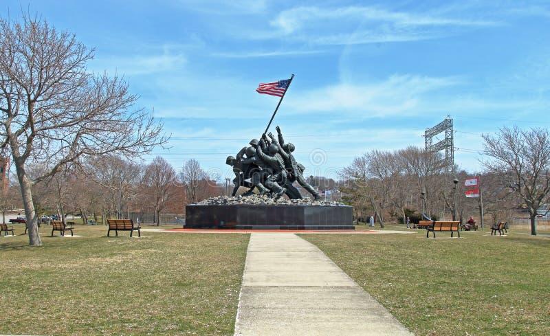 福尔里弗,马萨诸塞 陆战队战争II纪念品的复制品在二百年公园 免版税库存图片