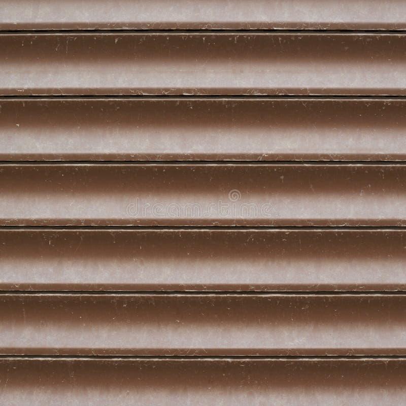 陈列窗威尼斯式棕色塑料窗帘 库存照片