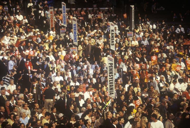 陈述代表团和标志在2000民主党大会在斯台普斯中心,洛杉矶,加州 免版税库存照片