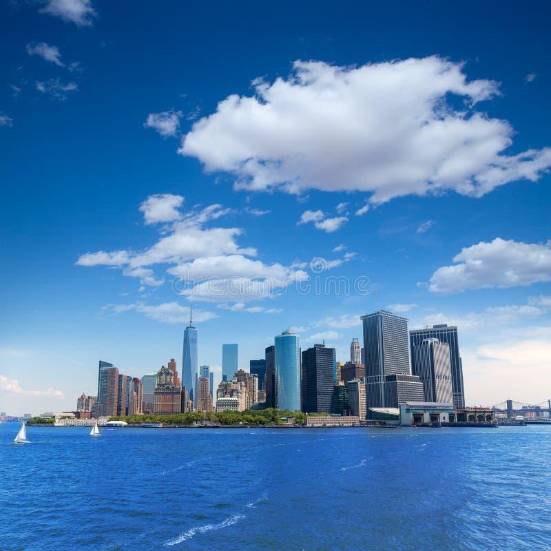 降低从海湾美国的曼哈顿地平线纽约 免版税图库摄影