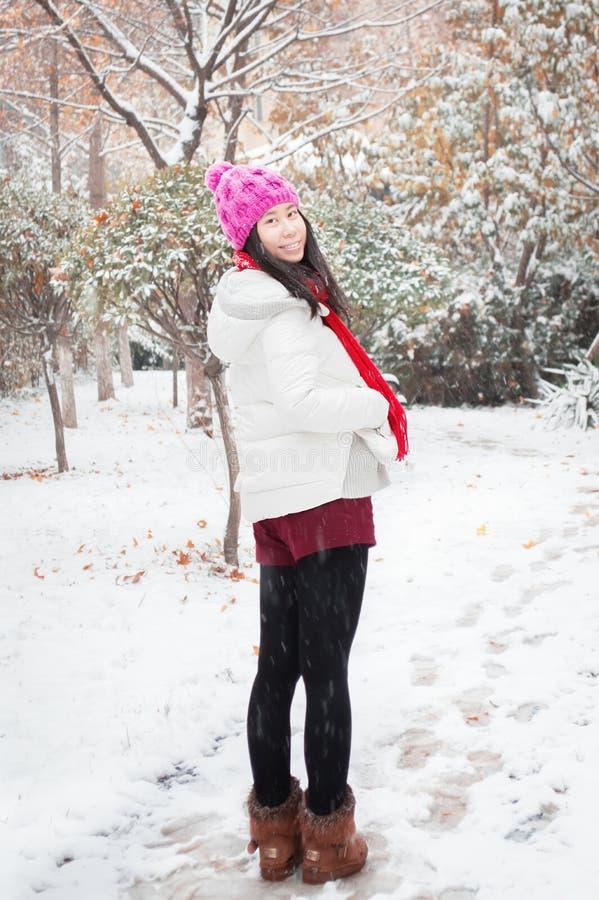 降雪微笑女孩 库存图片
