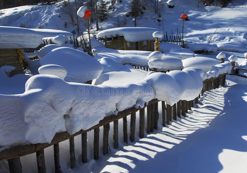 降雪的村庄 免版税库存照片