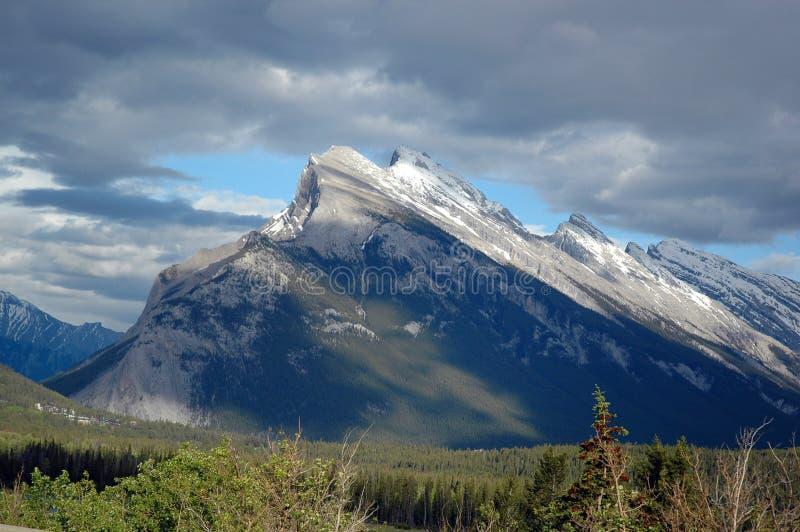 陡峭的山 免版税库存照片