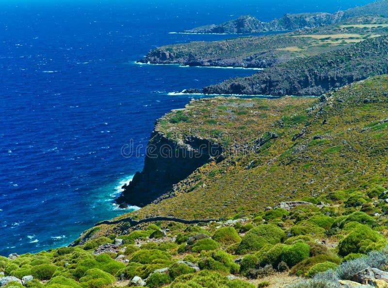 陡峭的海岸线在拔摩岛海岛,希腊 库存照片