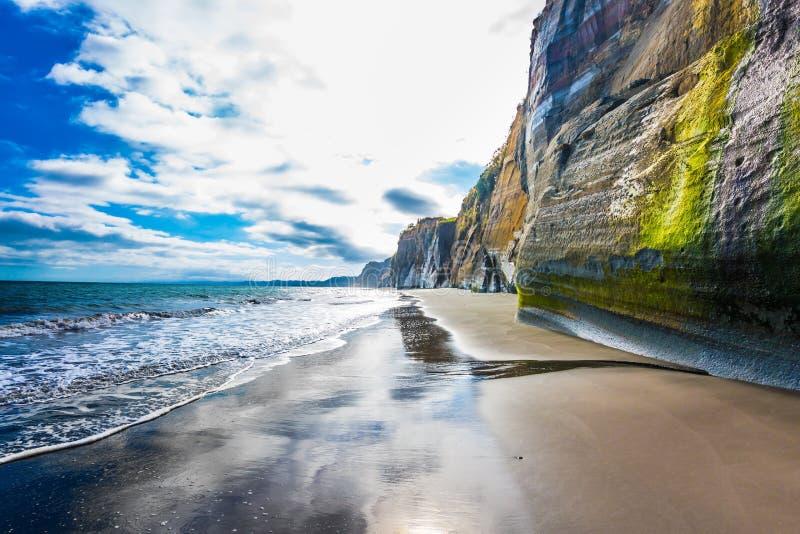 陡峭的白色岩石 免版税图库摄影