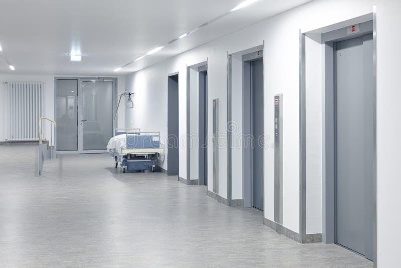 医院电梯走廊 免版税图库摄影