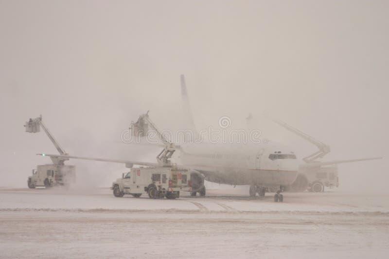 除冰的飞机 库存照片