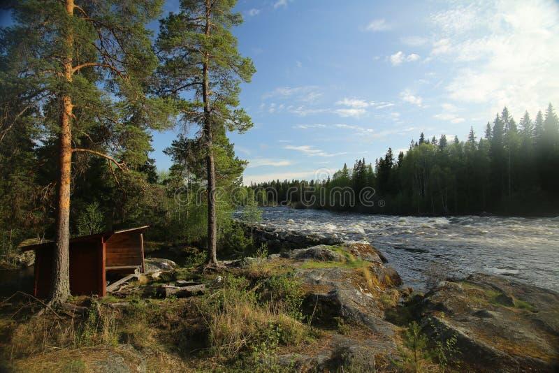 除河Ammeraan以外的瑞典休息的小屋 库存图片