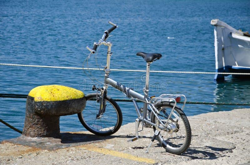 除系船柱以外的自行车 图库摄影
