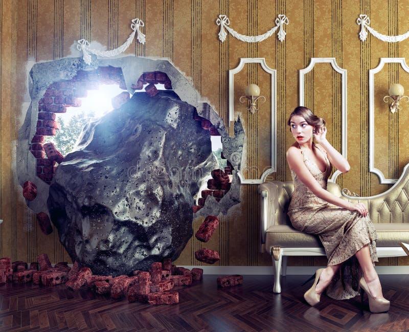 陨石在屋子和妇女里 免版税图库摄影