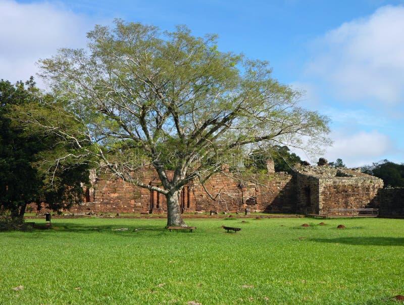 阴险的人使命圣伊廖齐废墟微型在misiones在阿根廷 免版税库存图片