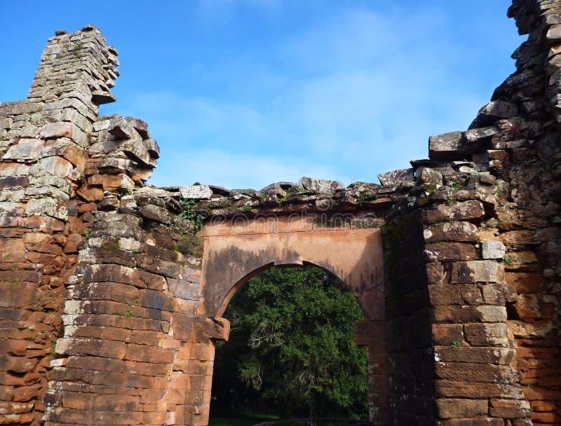 阴险的人使命圣伊廖齐废墟微型在misiones在阿根廷 免版税图库摄影