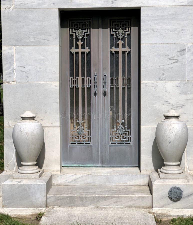 陵墓门 库存图片