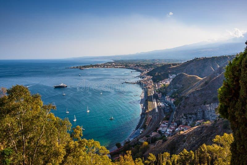 陶尔米纳,西西里岛,海边美妙的看法  图库摄影