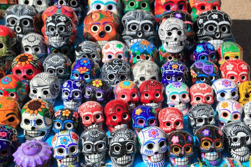 陶瓷五颜六色的日停止的墨西哥头骨 免版税库存照片