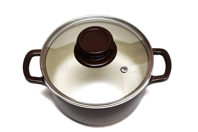 陶瓷平底深锅关闭,在白色背景的孤立 库存图片