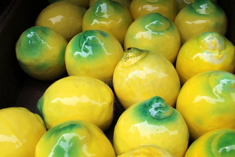 陶瓷柠檬 库存照片
