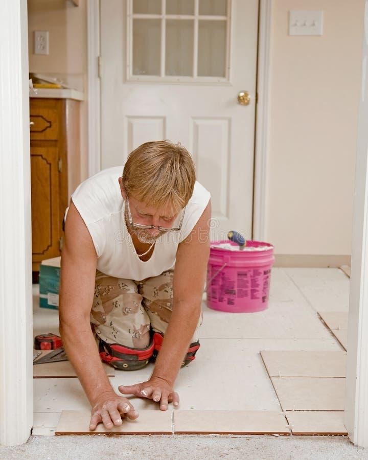 陶瓷楼层安装程序 免版税库存图片