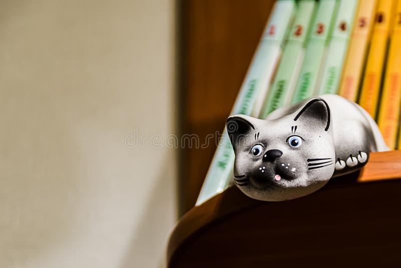 陶瓷猫雕象 库存照片