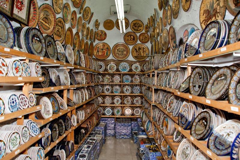 陶瓷纪念品店,传统希腊花瓶 免版税库存图片
