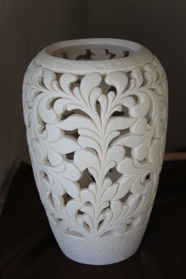 陶瓷花瓶,原始的鞋带花瓶 免版税库存照片
