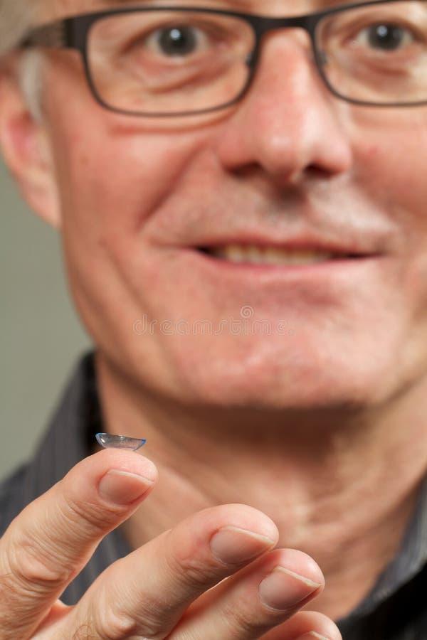 隐形眼镜人微笑 免版税库存图片