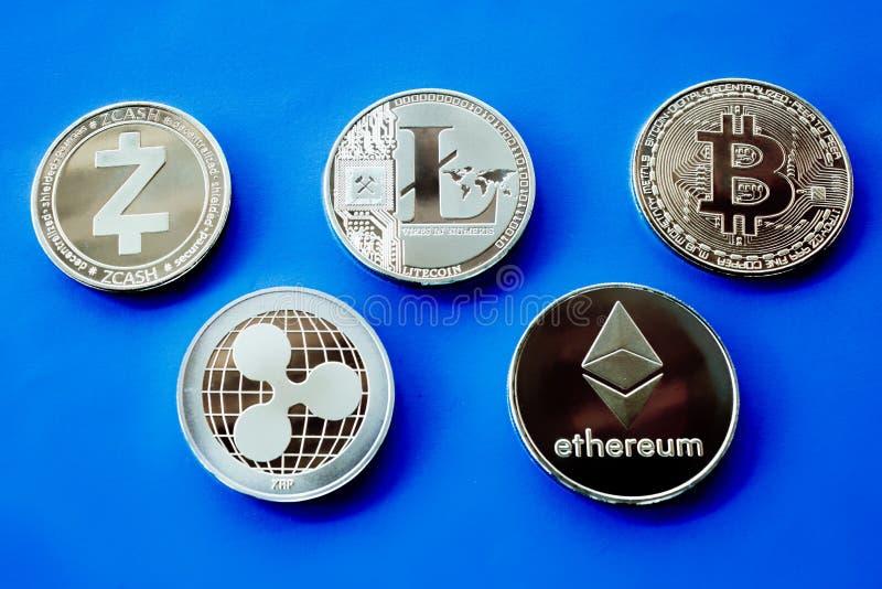 隐藏在蓝色背景的货币银币 库存图片