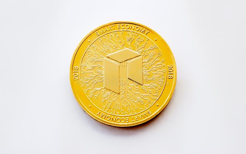 隐藏新货币数字式的金币- 免版税库存照片