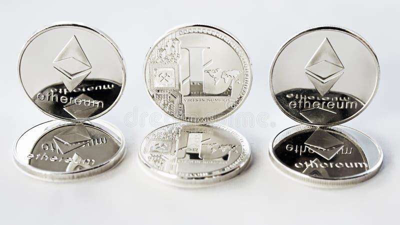 隐藏货币ethereum和litecoin在白色背景 免版税图库摄影
