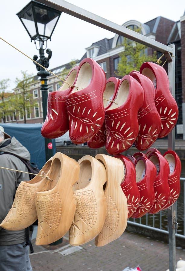 障碍物待售在阿尔克马尔乳酪市场上,荷兰 免版税图库摄影