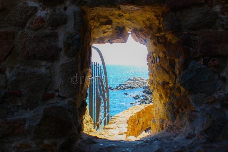 隧道向海 图库摄影