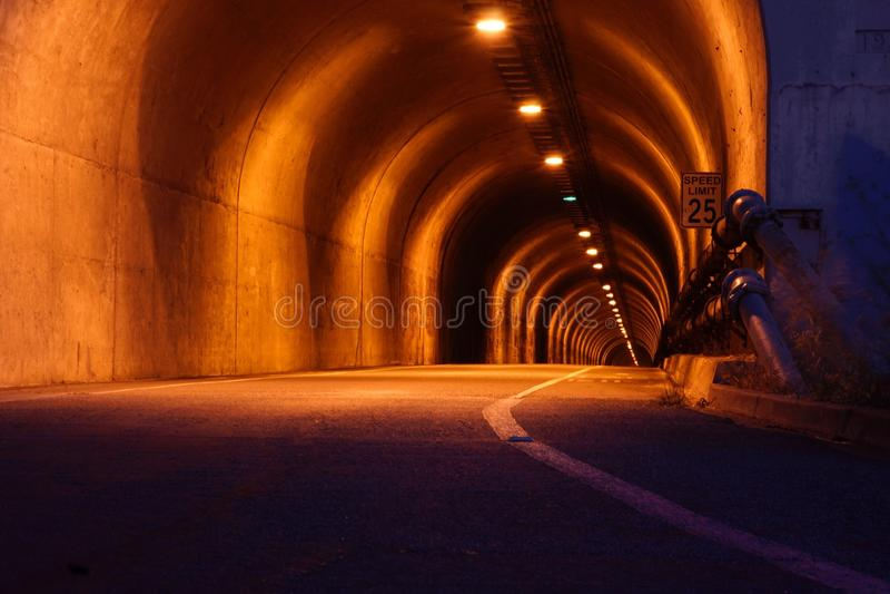 隧道夜 库存图片