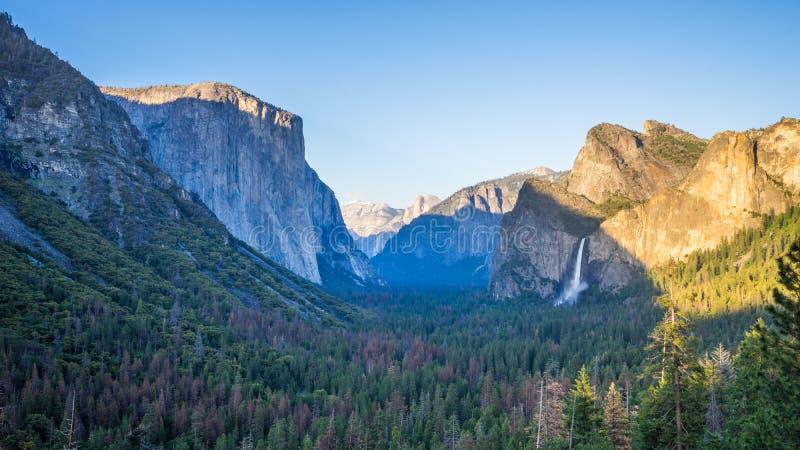 隧道视图,日落的优胜美地国家公园 免版税库存图片