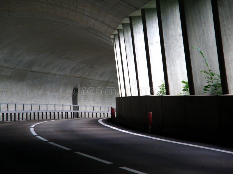 隧道路在阿尔卑斯 免版税库存照片