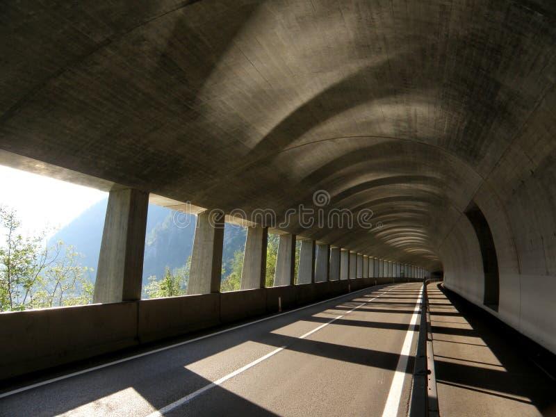 隧道路在阿尔卑斯 免版税库存图片