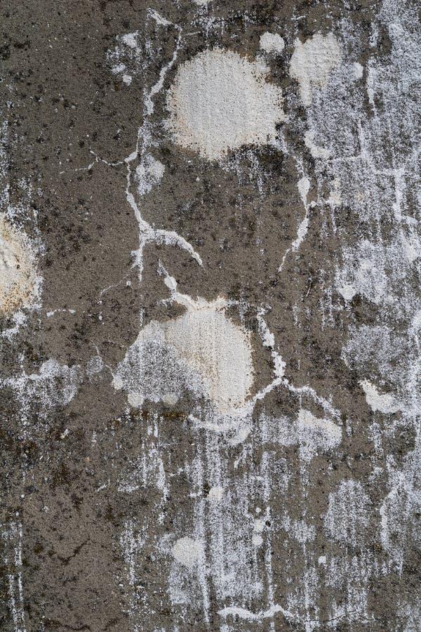 难看的东西变老了在恶劣的情况的破裂的混凝土墙表面纹理 库存照片