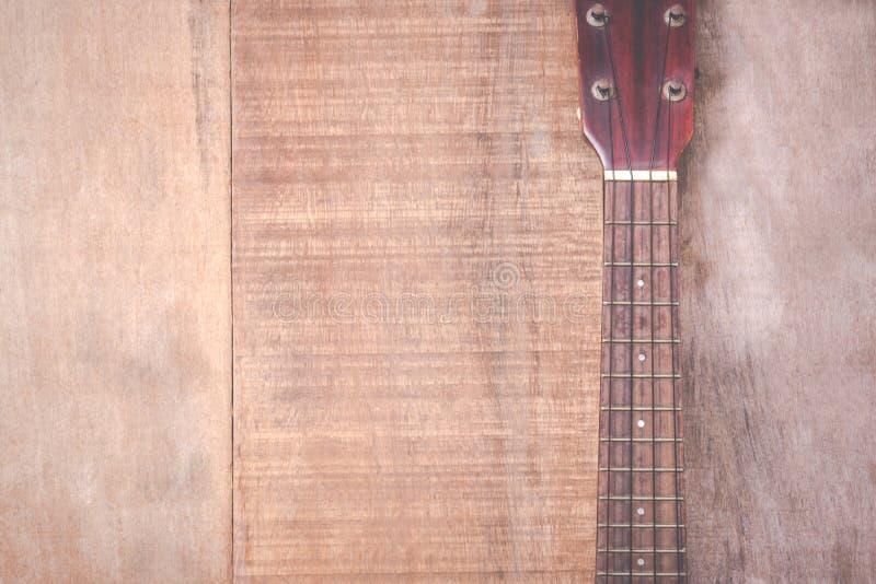 难看的东西尤克里里琴特写镜头在木背景的 免版税库存照片