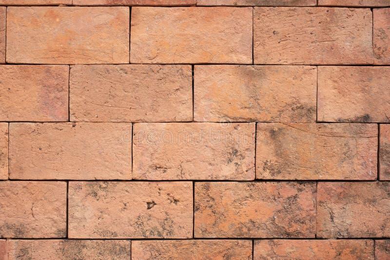 难看的东西橙色砖墙纹理背景,室外墙壁 免版税库存图片