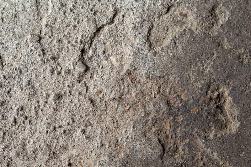 难看的东西石纹理照片 背景自然石头 被风化的岩石安心 老建筑石料墙壁 免版税库存照片