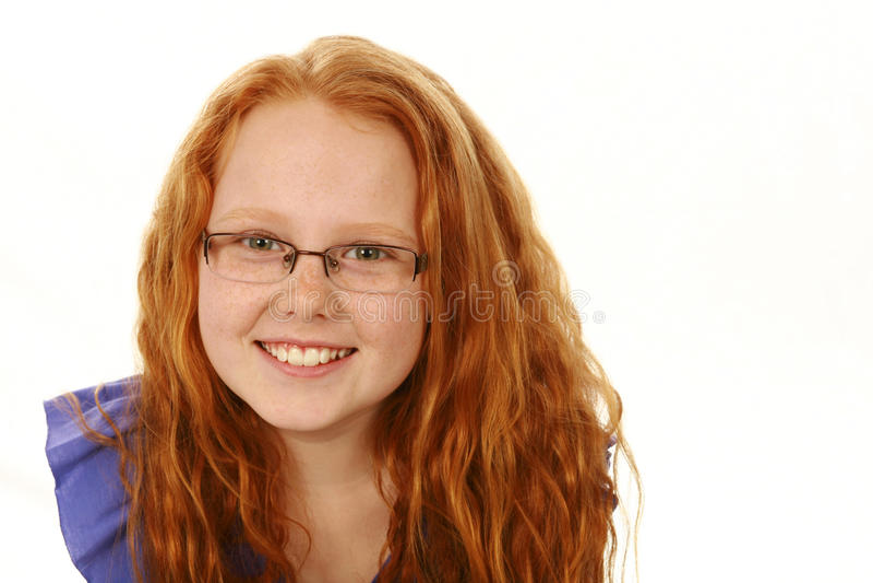 戴雀斑和眼镜的红头发人女孩 库存照片
