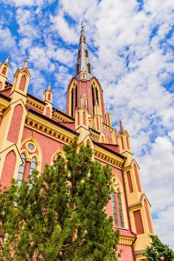 雄伟美丽的三位一体教会在Gervyaty 库存图片