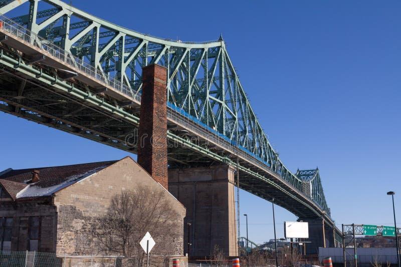 雅克・卡蒂埃桥梁在蒙特利尔,魁北克,加拿大在冬天 免版税库存照片