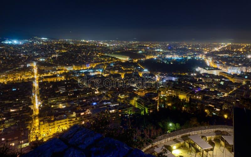 雅典从Lycabettus小山的晚上全景 库存照片