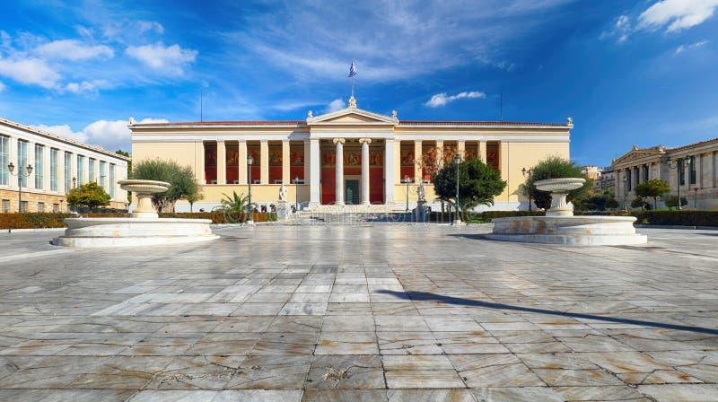雅典国立& Kapodistrian大学的大厦在Panepistimio是其中一个雅典,希腊地标  库存图片