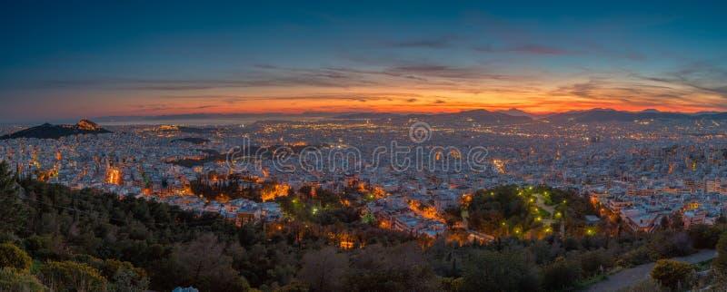 雅典在蓝色小时 免版税库存图片