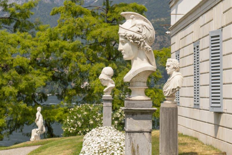 雅典娜赫姆方碑在别墅Melzi意大利庭院里在贝拉焦,意大利 免版税库存照片